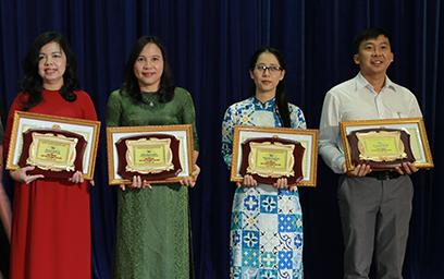 """Giảng viên Duy Tân được trao Danh hiệu """"Nhà giáo Đà Nẵng Tiêu biểu"""""""