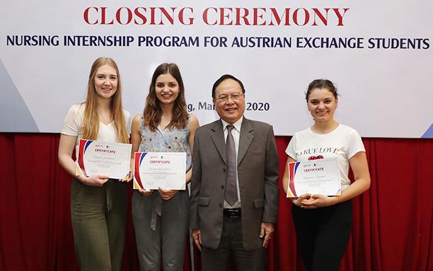 Internship Certificates Awarded to Paracelsus Medical University Students