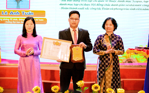 A DTU Lecturer is Awarded 2020 Exemplary Young Teacher Award