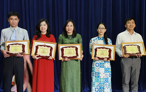 "DTU Lecturer Honored as ""Typical Teacher of Danang"""